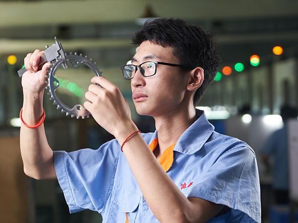鸿沣机械为您解析提高CNC加工零件表面质量的四个方法